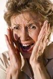 пожилая вспугнутая женщина стоковая фотография