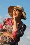 Пожилая женщина в солнце Стоковые Фото