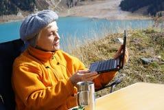 пожилая женщина гор Стоковые Фотографии RF