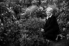 пожилая женщина сада Стоковое Изображение RF