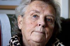 пожилая потревоженная повелительница Стоковая Фотография
