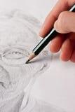 пожилая рука делая эскиз к женщине Стоковое Изображение