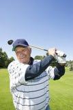 пожилой играть человека гольфа Стоковые Изображения