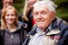 пожилой человек outdoors Стоковая Фотография