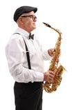 Пожилой джазовый музыкант с саксофоном Стоковое фото RF