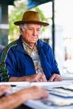 Пожилой игрок домино Стоковые Фото