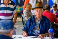 Пожилой игрок домино Стоковое Изображение
