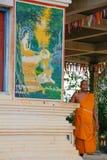 Пожилой монах вне рыбацкого поселка озера сок Tonle виска, Камбоджи Стоковые Фотографии RF