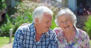 Пожилые пары в саде видеоматериал
