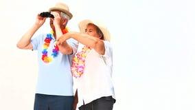 Пожилые пары с биноклями сток-видео
