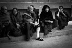 Пожилые подвижники виска Mahabodhi, Bodh Gaya, Индии Стоковые Фотографии RF