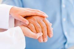 Пожилые руки стоковое фото