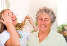 пожилые люди дочи ее женщина Стоковая Фотография RF