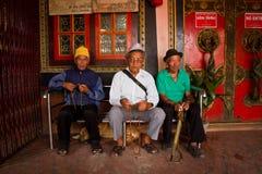 3 пожилых тибетца виска Boudhanath, Катманду, Nepall Стоковые Изображения RF