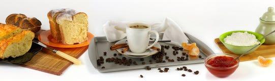 Позавтракайте с кофе, хлебом, творогом и вареньем Стоковые Фото