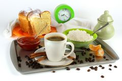 Позавтракайте с кофе, хлебом, творогом и вареньем Стоковые Изображения
