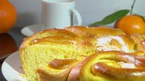 Позавтракайте с плюшками испеченными помадкой с французской сливк акции видеоматериалы