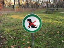позволенные собаки отсутствие знака Стоковые Фотографии RF