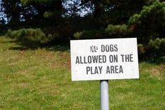 позволенные собаки отсутствие знака стоковая фотография