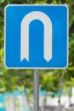 позволенный поворот u дорожного знака Стоковые Фотографии RF