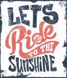Позвольте нам ехать к футболке дизайна печати текста литерности солнечности Бесплатная Иллюстрация
