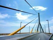 Позвольте нам построить мосты стоковое изображение rf