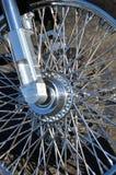 Позволяет езде сияющее колесо спицы мотоцикла стоковая фотография rf