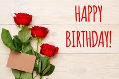 Поздравительая открытка ко дню рождения с днем рождений с красными розами Стоковая Фотография