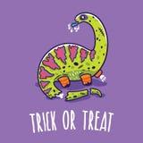 Поздравительная открытка плаката или хеллоуина с динозавром шаржа в костюме Стоковое Изображение