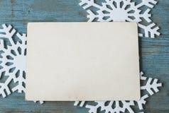 Поздравительная открытка рождества над деревянной предпосылкой Стоковые Фото