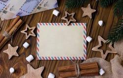 Поздравительная открытка рождества с циннамоном играет главные роли marshmellow Стоковое Фото
