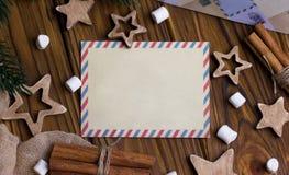 Поздравительная открытка рождества с циннамоном играет главные роли marshmellow Стоковое Изображение RF