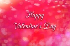 Поздравительная открытка с сердцем на заднем плане и днем Святого Валентина текста счастливым стоковая фотография