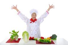 позитв шеф-повара красивый подготовляет овощи Стоковое фото RF