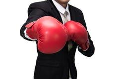 Позиция бизнесмена стоящая в изолированных перчатках бокса стоковая фотография