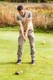 Позиция игрока гольфа Стоковая Фотография RF