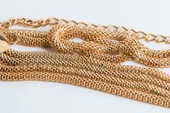 Позолоченные длинные цепи, whis ультрамодное и стильное bijouterie женщин Стоковые Фото