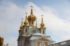 Позолоченные куполы христианской церков в России стоковое изображение