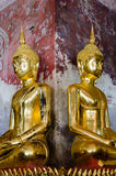 Позолотите скульптуру Будды на старой веранде Wat Suthat, Бангкока Таиланда Стоковые Фотографии RF