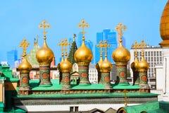 Позолоченные куполы верхнего собора спасителя Стоковое Изображение RF