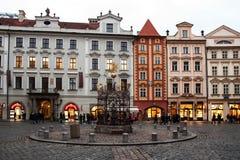 Поздно вечером на мужском namesti в Праге Стоковые Изображения