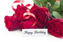 Поздравительая открытка ко дню рождения с днем рождений с букетом красных роз Стоковая Фотография