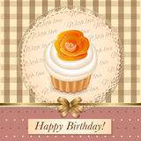 Поздравительая открытка ко дню рождения с пирожным Стоковая Фотография RF