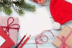 Поздравительная открытка и подарочные коробки рождества Стоковые Фотографии RF