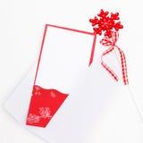 Поздравительная открытка Нового Года с звездами красного цвета снега стоковая фотография rf