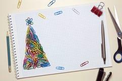 Поздравительная открытка рождества сделанная из канцелярских принадлежностей Стоковая Фотография