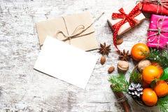 Поздравительная открытка рождества с tangerines, специями и гайками Стоковая Фотография