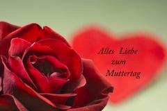 Поздравительная открытка, сердце и подняла, День матери Стоковая Фотография