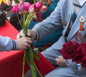 Поздравления к ветеранам на годовщине Виктора стоковые изображения rf