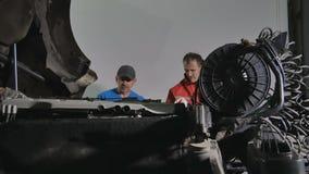 2 поиска механиков мотор перебиваних работ тележки видеоматериал